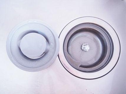 画像のキッチン排水口アルミホイル