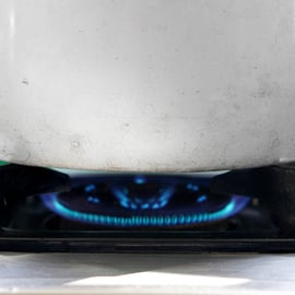 アルミ鍋の焦げ取り|黒ずみに重曹はNG!クエン酸や酢の使い方は?