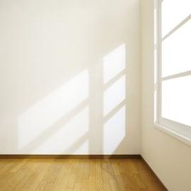 木材のカビ取り|黒ずみや木枠の窓の汚れの落とし方は?