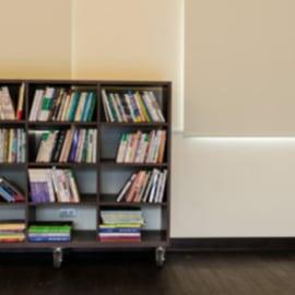 本棚を整理したい!100均グッズでスッキリ見せるコツは?
