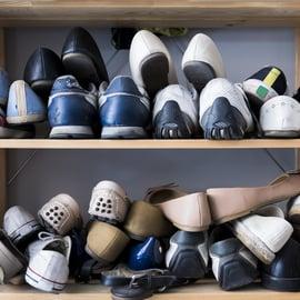 靴の匂い 下駄箱 スニーカー