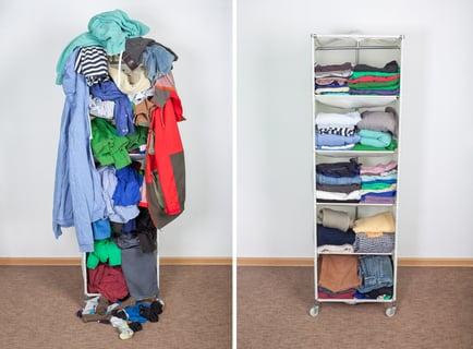 棚の衣類の整理整頓