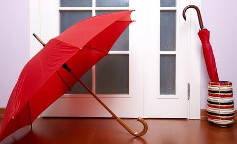 傘を乾かす
