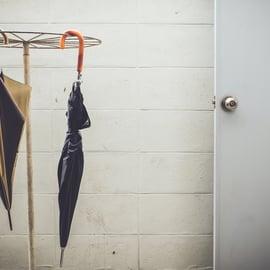 傘の収納アイデア|折り畳み傘はどうするの?