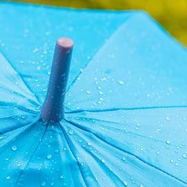 傘の捨て方|折りたたみやビニールは分解する?壊れた傘はどうする?