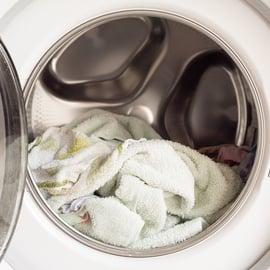 洗濯機のなかのタオル ドラム式