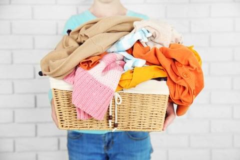 かご 洗濯物 服 洗面所
