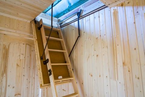屋根裏 はしご