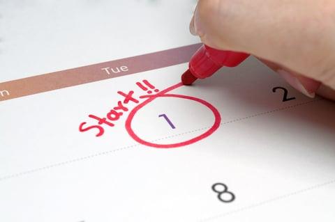 カレンダー 日付 スタート 赤ペン