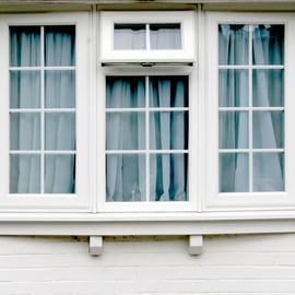 出窓を収納に活用!棚のアイデアや使い方!台所や寝室に置くものは?