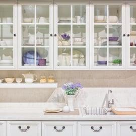 食器棚のカビの取り方|掃除で臭いは消える?カビ取り剤は使える?