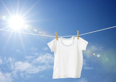 洗濯物 干す 太陽 外 晴れ