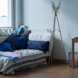 寝室 朝 休日 子供部屋