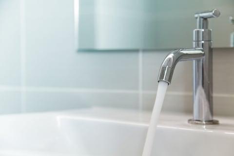 水 お風呂 洗面台