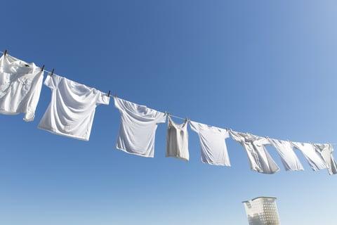 洗濯物 干す 外 シャツ