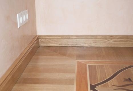 コンセント 部屋の隅 床