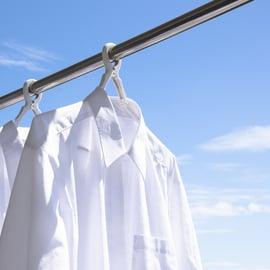 洗濯物 シャツ 外干し