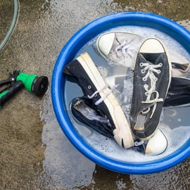 靴 スニーカー 洗う