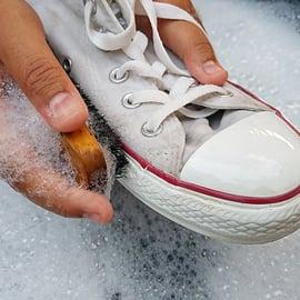 靴 スニーカー コンバース 洗う ブラシ