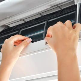 エアコンの掃除頻度は?フィルターは月1回?クリーニングは年1回?