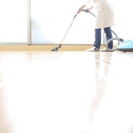 フローリングの掃除|床掃除の仕方や汚れを清掃するコツは?