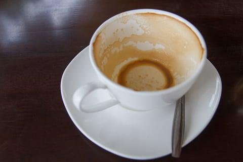 コーヒーを飲み終わったあとのカップ 茶渋