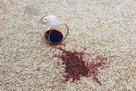 絨毯(カーペット)のワインのシミを染み抜きする
