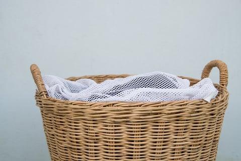 洗濯ネットとバスケット
