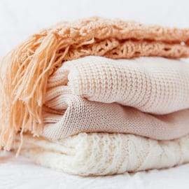 アクリルの洗濯方法|アクリル100%の洗い方や縮ませないコツは?