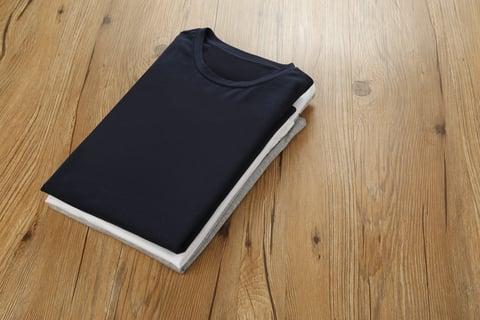 たたんだTシャツ