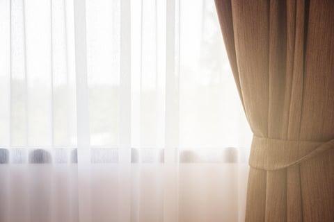 カーテン 窓 日差し