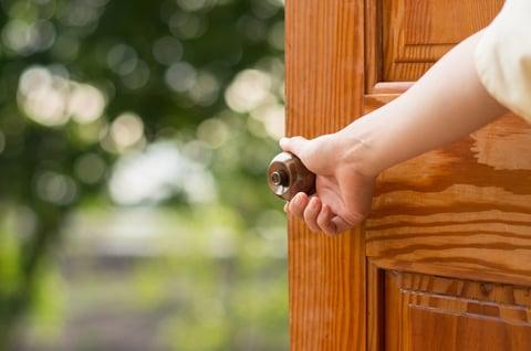 ドア 玄関 換気