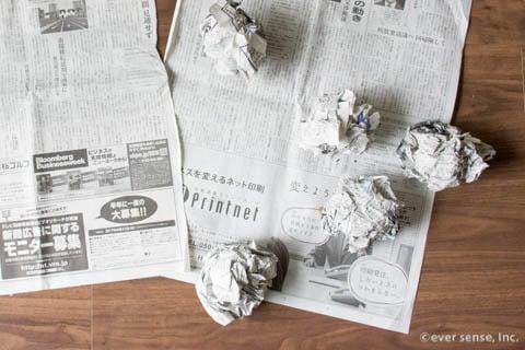 新聞紙 丸める 窓 掃除
