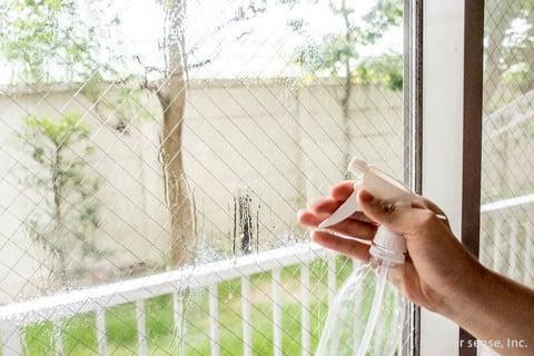 窓ガラス スプレー