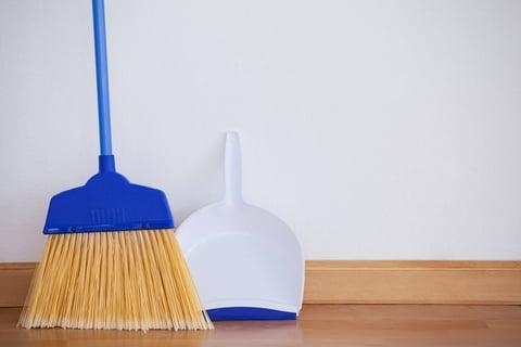 掃除に使う道具 ほうきとちりとり
