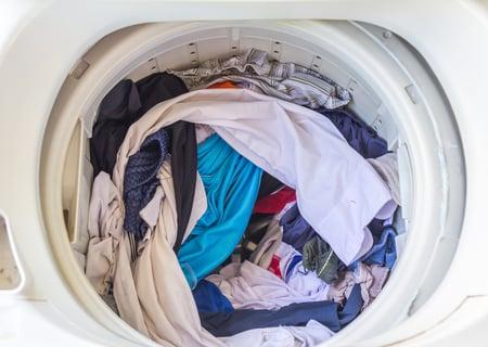 洗濯槽に洋服を入れっぱなしにする