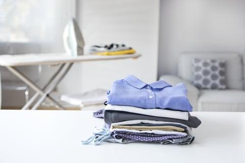 アイロン台とシャツ