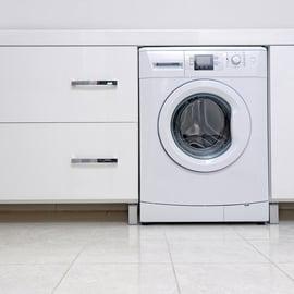 洗濯機の下のホコリを掃除する方法は?ホコリは動かさずに取れるの?