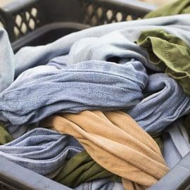 服についた汗の臭いを消す方法!汗臭いのが落ちないときは?