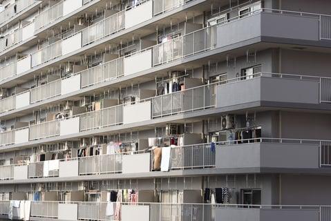 マンションのベランダ 窓