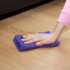 フローリング床を拭き掃除