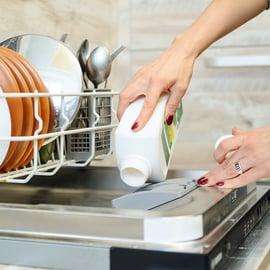 食洗機を重曹で掃除するのはNG?臭い取りに使えるの?