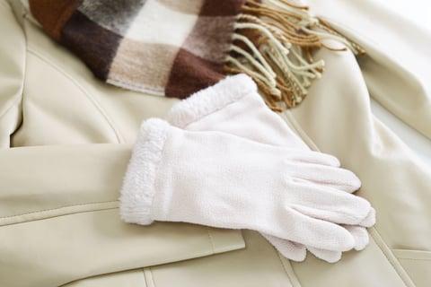 手袋とコートとマフラー
