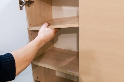 棚板の高さを変える 玄関の下駄箱