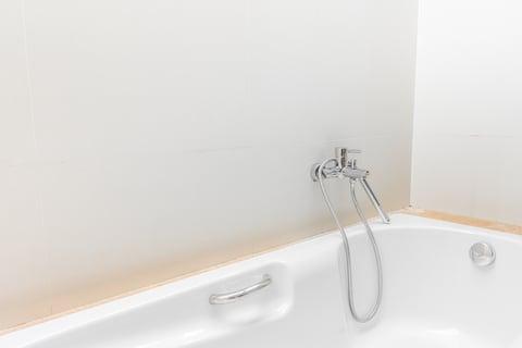 お風呂の浴槽の蛇口水道