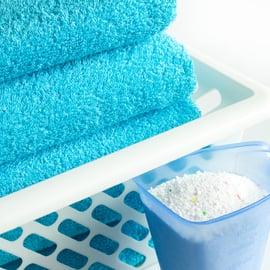 粉末洗濯洗剤とタオル