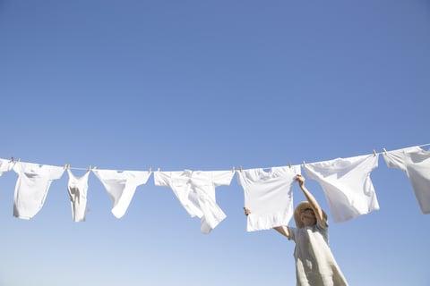 洗濯物を干す