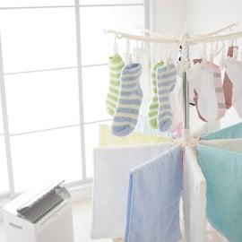 洗濯物を除湿機で乾かす