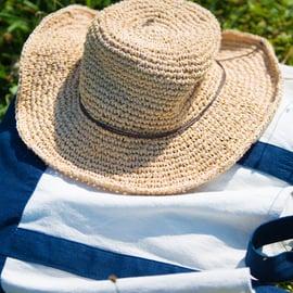 トートバッグと帽子