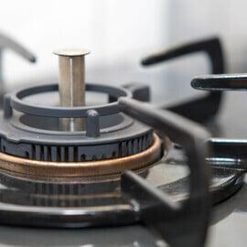 ガスコンロの掃除|しつこい汚れに重曹が効く!効率的な落とし方は?